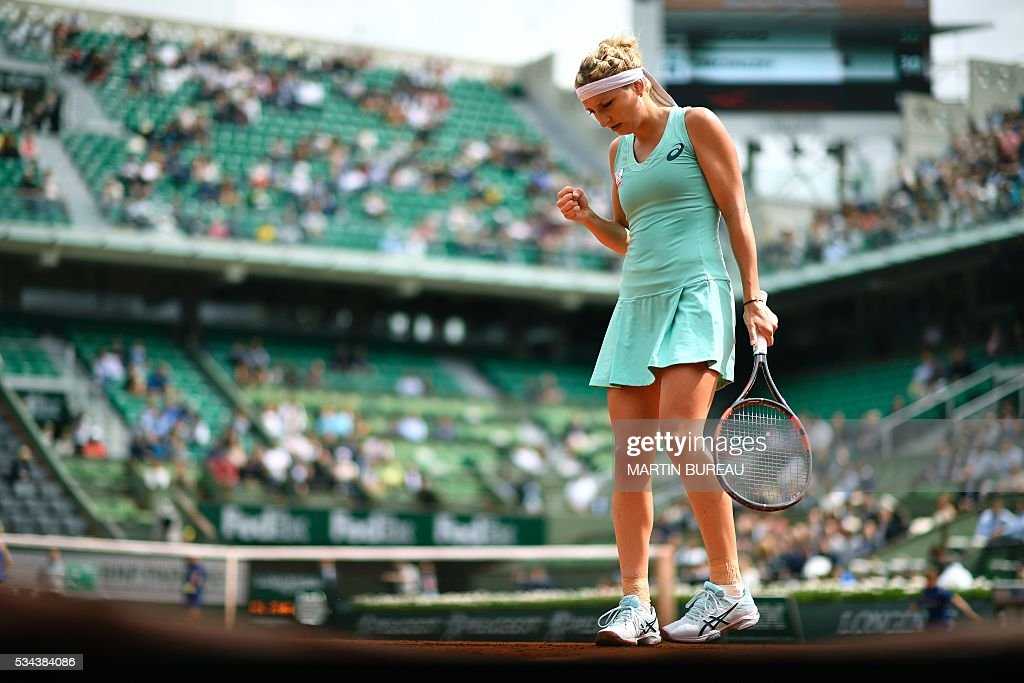Switzerland's Timea Bacsinszky reacts after winning a point during her women's second round match against Canada's Eugenie Bouchard at the Roland Garros 2016 French Tennis Open in Paris on May 26, 2016. / AFP / Martin BUREAU