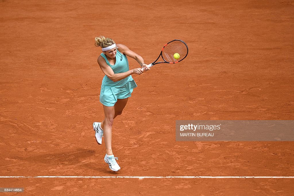 Switzerland's Timea Bacsinszky returns the ball to Canada's Eugenie Bouchard during their women's second round match at the Roland Garros 2016 French Tennis Open in Paris on May 26, 2016. / AFP / MARTIN