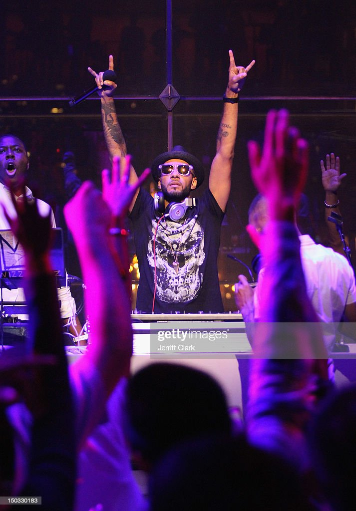 <a gi-track='captionPersonalityLinkClicked' href=/galleries/search?phrase=Swizz+Beatz&family=editorial&specificpeople=567154 ng-click='$event.stopPropagation()'>Swizz Beatz</a> performs at the Samsung Meet The New Way launch party at Frederick P. Rose Hall, Jazz at Lincoln Center on August 15, 2012 in New York City.