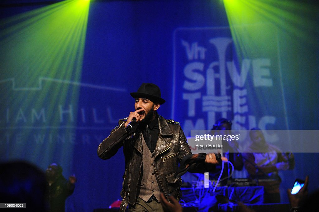 <a gi-track='captionPersonalityLinkClicked' href=/galleries/search?phrase=Swizz+Beatz&family=editorial&specificpeople=567154 ng-click='$event.stopPropagation()'>Swizz Beatz</a> performs at VH1 Save The Music Foundation's Songwriters Music Series Remix featuring <a gi-track='captionPersonalityLinkClicked' href=/galleries/search?phrase=Swizz+Beatz&family=editorial&specificpeople=567154 ng-click='$event.stopPropagation()'>Swizz Beatz</a> & Friends, presented by Monster DNA Headphones & William Hill Estate Winery at Hard Rock Cafe New York on January 17, 2013 in New York City.