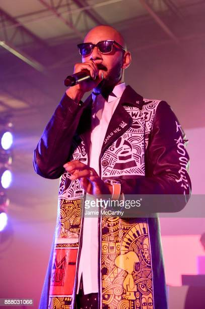 Swizz Beatz performs onstage at BACARDI Swizz Beatz and The Dean Collection bring NO COMMISSION back to Miami to celebrate 'Island Might' at Soho...