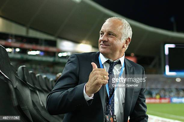Sydney FC coach Graham Arnold looks on during the round one ALeague match between Sydney FC and Melbourne City FC at Allianz Stadium on October 10...