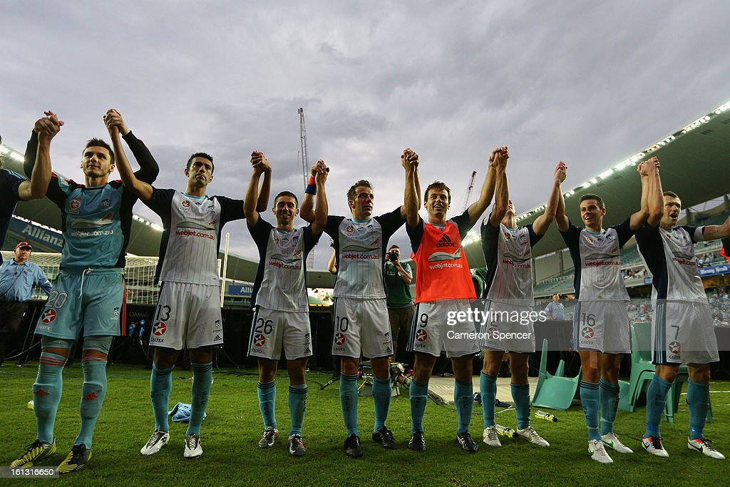Sydney FC players thank the crowd after winning the round 20 A-League match between Sydney FC and the Brisbane Roar at Allianz Stadium on February 10, 2013 in Sydney, Australia.