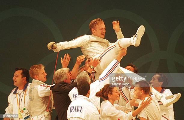 SPIELE 2000 Sydney FINALE MAENNER FLORETT MANNSCHAFT JUBEL TEAM FRA UEBER GOLD