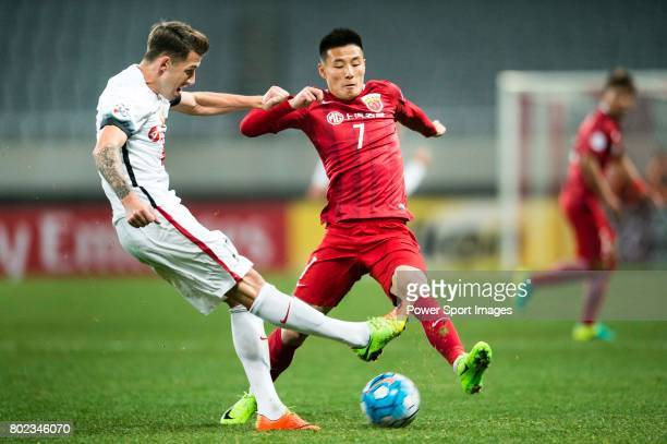 Sydney Wanderers Defender Scott Neville plays against Shanghai FC Forward Wu Lei during the AFC Champions League 2017 Group F match between Shanghai...
