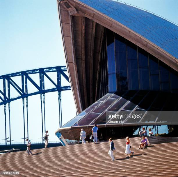 Sydneys beruehmtes Opernhaus mit den originellen Dachmuscheln das architektonische Wahrzeichen Australiens wurde vom daenischen Architekten Joern...