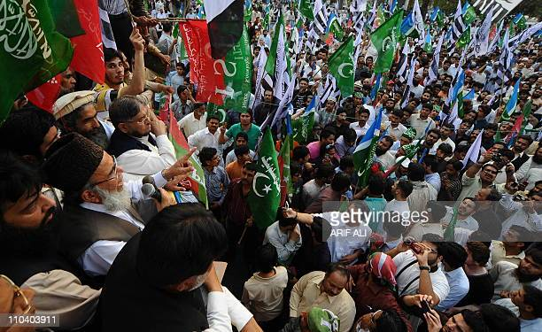 Syed Munawar Hasan chief of the Pakistani fundamentalist Islamic party JamaatiIslami addresses the crowd during a rally to protest the release of CIA...