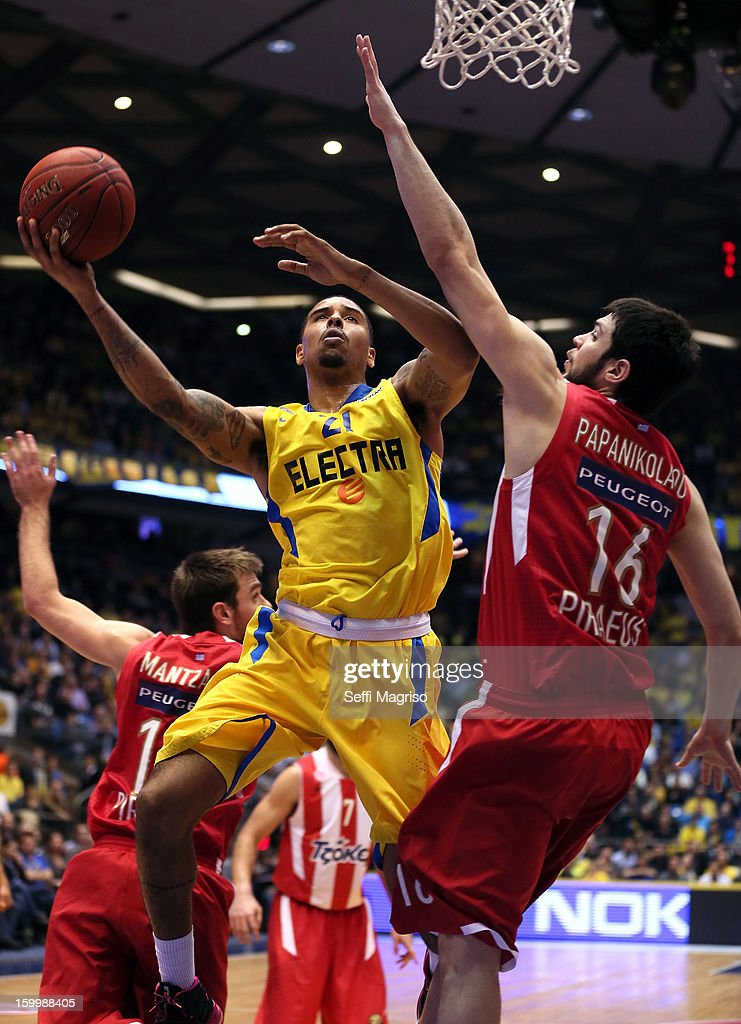 Sylven Landesberg, #21 of Maccabi Electra Tel Aviv competes with Kostas Papanikolau, #16 of Olympiacos Piraeus during the 2012-2013 Turkish Airlines Euroleague Top 16 Date 5 between Maccabi Electra Tel Aviv v Olympiacos Piraeus at Nokia Arena on January 24, 2013 in Tel Aviv, Israel.
