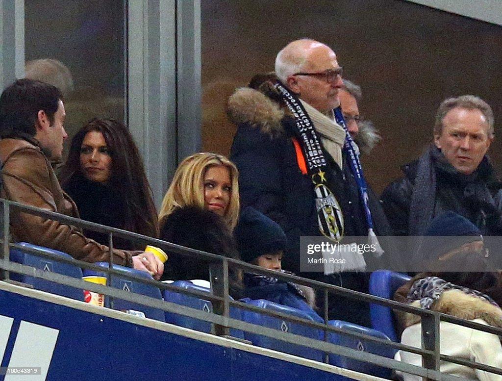 Sylvi van der Vaart (C) watches the Bundesliga match between Hamburger SV and Eintracht Frankfurt at Imtech Arena on February 2, 2013 in Hamburg, Germany.