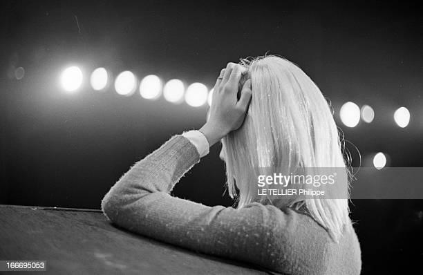 Sylvie Vartan And Johnny Hallyday In Rehearsal Before The Olympia France Paris 14 mars 1967 sur la scène de 'l'Olympia' la chanteuse Sylvie VARTAN de...