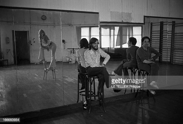 Sylvie Vartan At The Olympia 1972 En aout 1968 Sylvie VARTAN répète son prochain spectacle à l'Olympia Reflets de la chanteuse dans le miroir du...