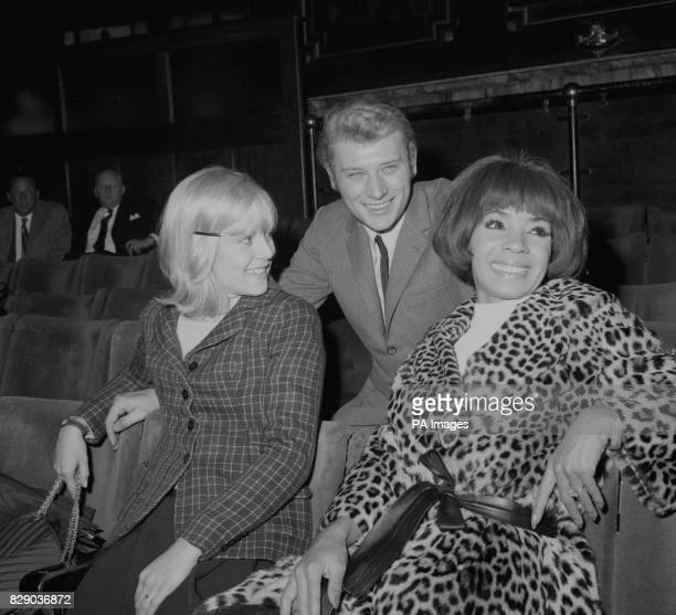 Sylvie Vartan France's Queen of Pop and her husband singer Johnny Hallyday talk with Britain's Shirley Bassey at the London Palladium where they were...