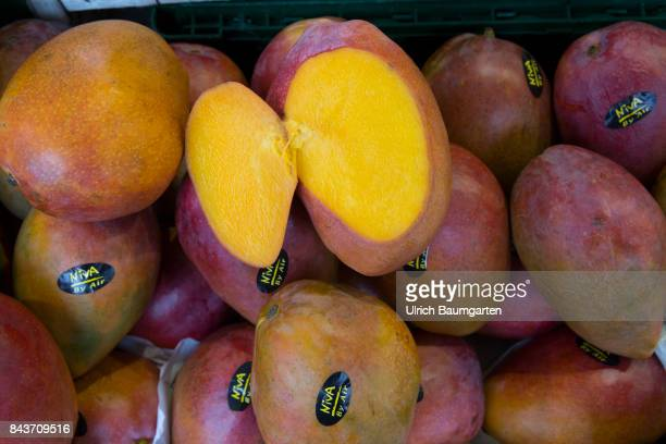 Symbol photo on the topic fruit nutrition haelth food scandal etc The photo shows papaya from Mexico