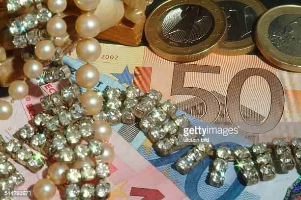 Symbol Reichtum Reichensteuer Erbschaft Luxus Schmuck und Geld