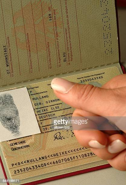 Symbol Reisepass mit elektronischem Fingerabdruck