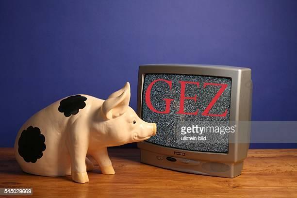 Symbol Schwarzseher GEZ Gebuehren Sparschwein und Bildschirm