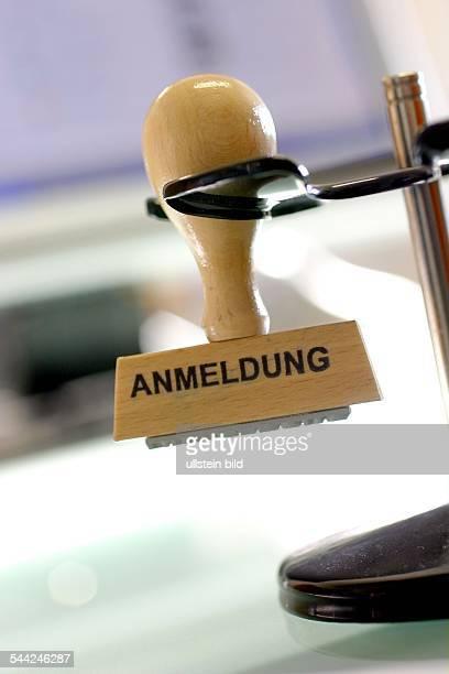 Stempel mit der Aufschrift 'angemeldet'
