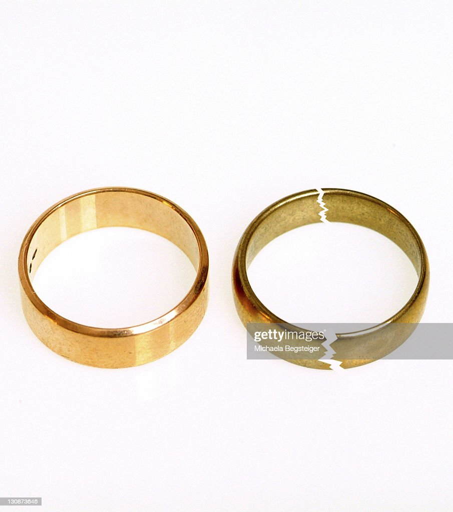 Symbolic for divorce, broken wedding rings : Stock Photo
