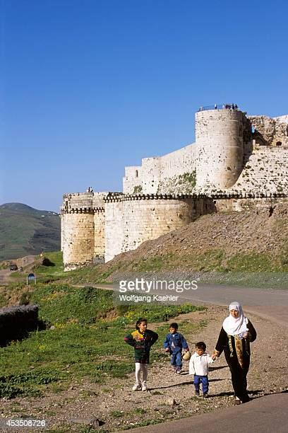 Syria Near Homs Central Syria Crac Des Chevaliers Syrian Mother With Children