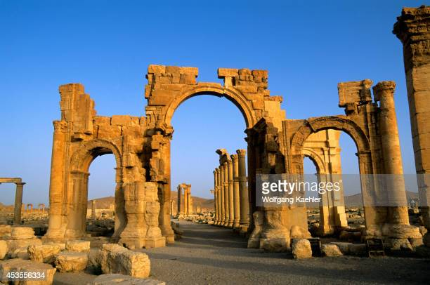 Syria Palmyra Ancient Roman City Triumphal Arch And Colonnaded Street