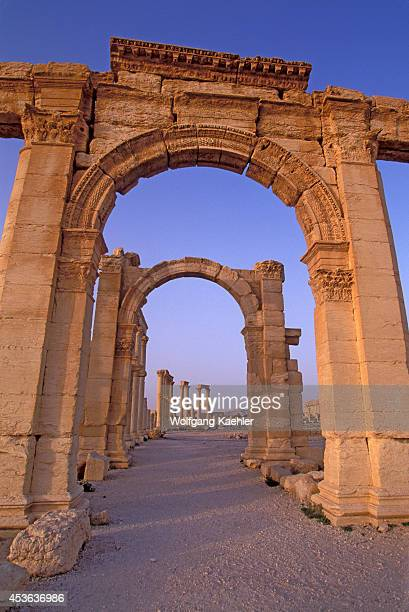 roman triumphal arches A triumphal arch is a structure in the shape of a monumental archway, in theory built to celebrate a victory in war, but often used to celebrate a ruler roman classical triumphal arch was a free-standing structure, quite separate from city gates or walls, but the form is often used in engaged arches as well.