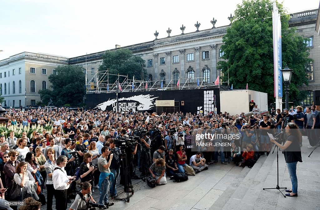 Syrian actress May Skaf (R) speaks in front of the Gorki-Theater in Berlin on June 28, 2016 after the plans by German activists of the so-called 'Center for Political Beauty' were cancelled to fly in 100 refugees to Berlin-Tegel airport in a chartered airplane. / AFP / dpa / Rainer Jensen / Germany OUT