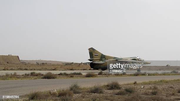 A Syrian army jet takes off from Dmeir military airport 50 km northeast of Damascus on April 8 2016 / AFP / STRINGER