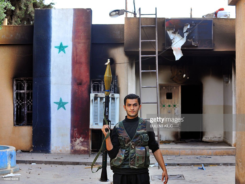 A Syrian opposition fighter holds a rocket propelled Grenade launcher after hard clashes with Syrian regime forces in Ras al-Ain on November 10, 2012.