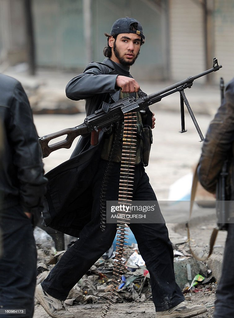 A Syrian rebel prepares to take position during clashes with regime forces in the northern city of Aleppo on February 8, 2013. Syrian forces shelled rebel belts, the Syrian Observatory for Human Rights said, as an army offensive raged into a third straight day. AFP PHOTO/AAMIR QURESHI
