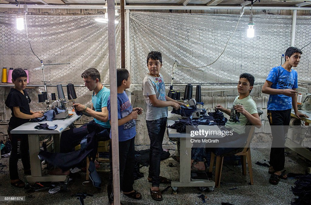Your clothing manufacturing partner in Turkey Established in in Izmir, Turkey, Akcakaya Textiles is a clothing manufacturing company with area of activity in women's, men's, children's and babies' garments made of knitted fabric.