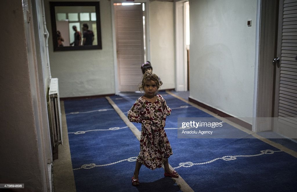 Syrian refugee girl is seen at a hotel in Gaziantep Turkey on June 02 2015 Some Syrian refugees who fled Syria due to the ongoing civil war stay in...