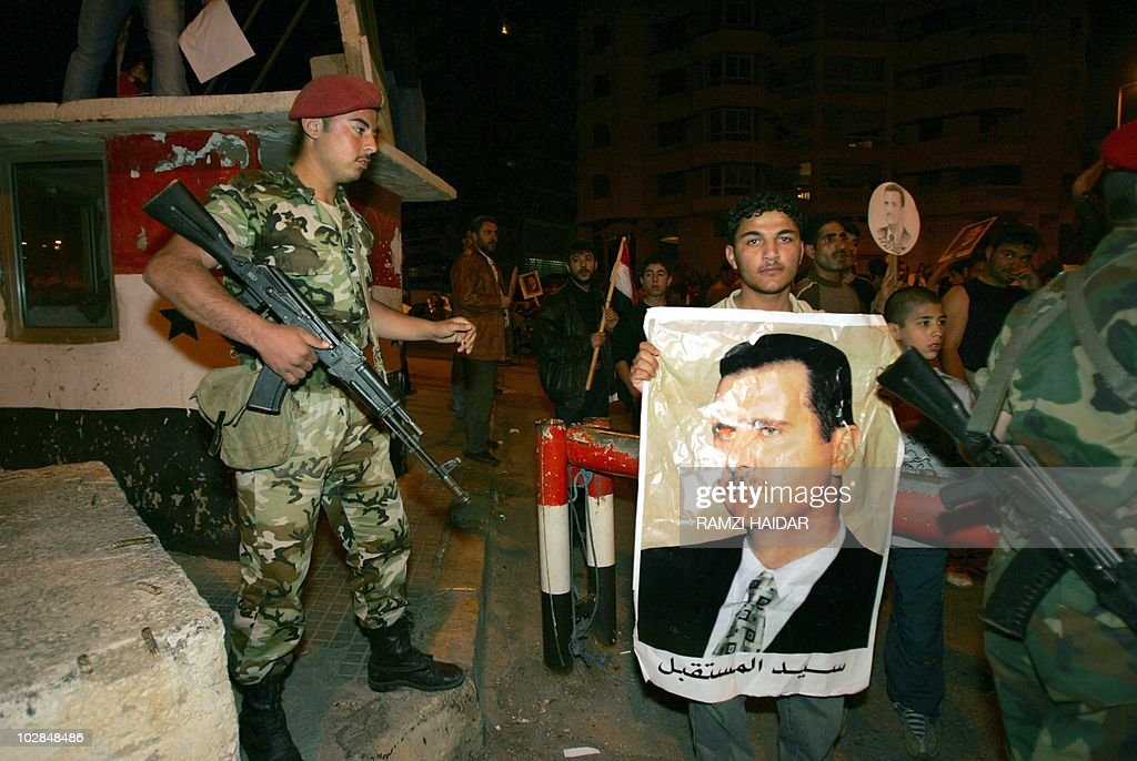 Syrian Armed Forces (Photos, Video) - Page 6 Syrian-special-forces-watch-syrian-workers-holding-up-portraits-of-picture-id102848486
