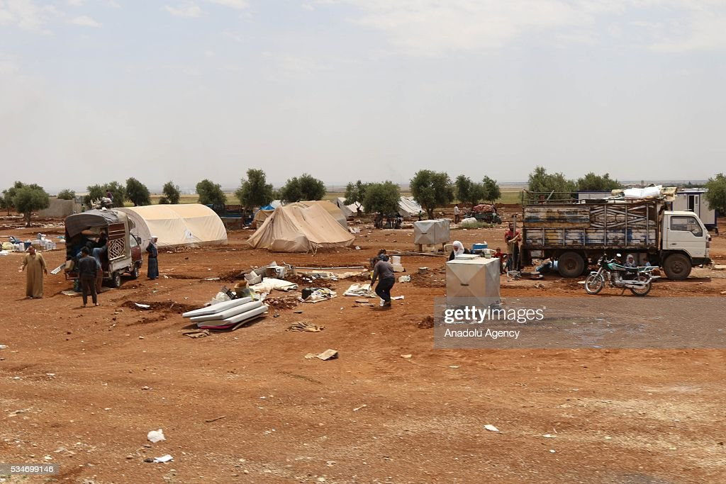 Syrians gather their belongings as they leave the refugee camp due to attacks of Daesh terrorists with howitzers at Azaz district of Aleppo, Syria on May 27, 2016.