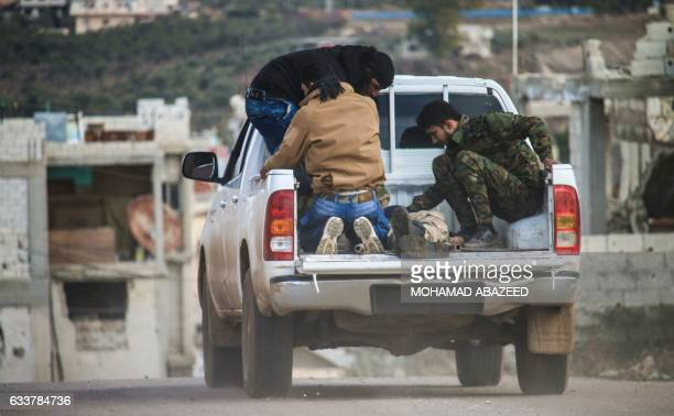 Syrians transport an injured youth in the back of a pickup truck in the rebelheld area of Daraa in southern Syria on February 4 2017 / AFP / MOHAMAD...