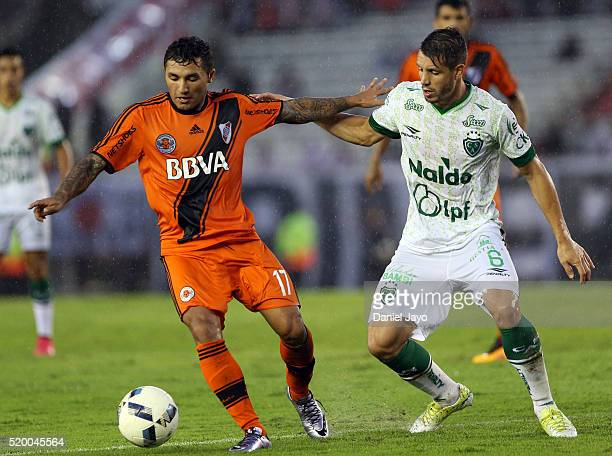 Tabare Viudez of River Plate and Guillermo Cosaro of Sarmiento fight for the ball during a match between River Plate and Sarmiento as part of Torneo...