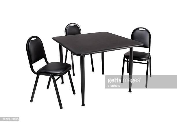 Une Table et des chaises (Cliquez pour en savoir plus)