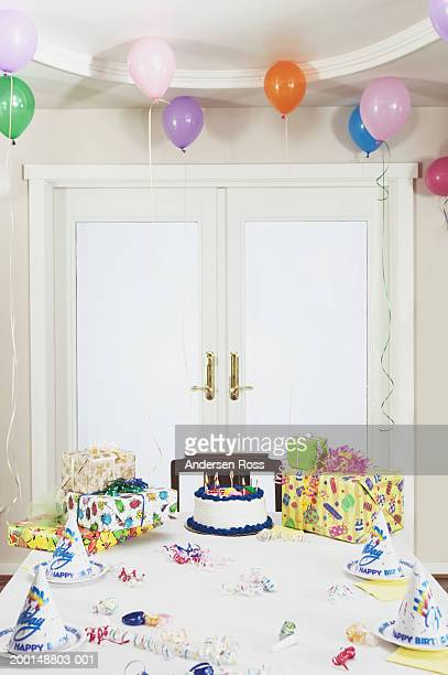 Table set for children's birthday party