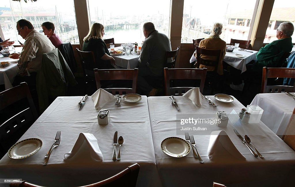 A table sits empty during the lunch hour at Alioto's Seafood Restaurant December 3, 2008 in San Francisco, California. A report by The Institute for Supply Management says that its services sector index dropped in November to 37.3, down from 44.4 in October, as the service industry struggles through the weak economy.