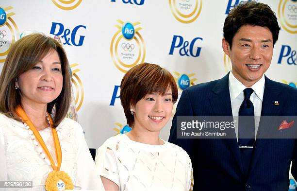 Table tennis player Kasumi Ishikawa poses for photographs with her mother Kumi and former tennis player Shuzo Matsuoka during the Mother's Day event...