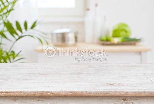 Salle de cuisine haut et floue de table comme toile de fond : Photo