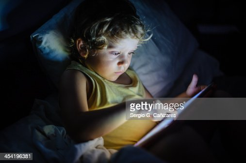 Tablet in bed : Foto de stock