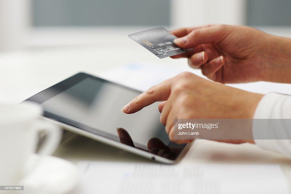 Tablet shopping : Stock-Foto