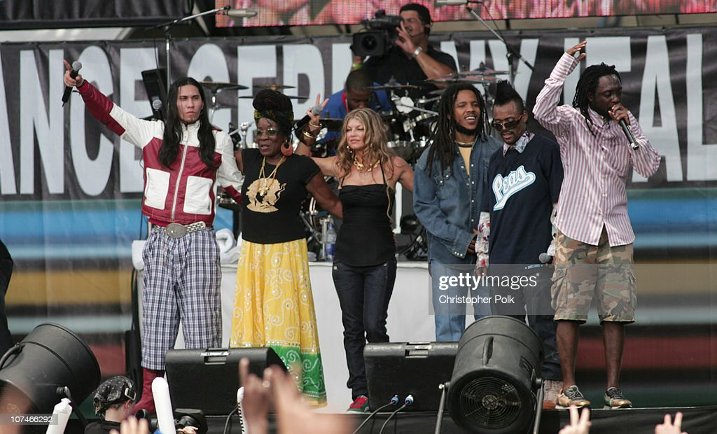 <a gi-track='captionPersonalityLinkClicked' href=/galleries/search?phrase=Taboo+-+Singer&family=editorial&specificpeople=203068 ng-click='$event.stopPropagation()'>Taboo</a> of Black Eyed Peas, <a gi-track='captionPersonalityLinkClicked' href=/galleries/search?phrase=Rita+Marley&family=editorial&specificpeople=745253 ng-click='$event.stopPropagation()'>Rita Marley</a>, Fergie of Black Eyed Peas, <a gi-track='captionPersonalityLinkClicked' href=/galleries/search?phrase=Stephen+Marley&family=editorial&specificpeople=211262 ng-click='$event.stopPropagation()'>Stephen Marley</a>, apl.de.ap of Black Eyed Peas and <a gi-track='captionPersonalityLinkClicked' href=/galleries/search?phrase=Wyclef+Jean&family=editorial&specificpeople=171115 ng-click='$event.stopPropagation()'>Wyclef Jean</a>