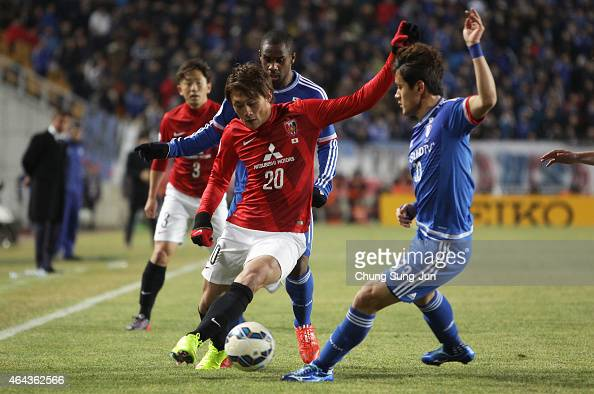 Tadanari Lee of Urawa Red Diamonds compete for the ball with Hong Chul of Suwon Samsung FC during the AFC Champions League Group G match between...