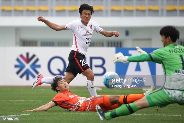 Tadanari Lee of Urawa Red Diamonds in action during the AFC Champions League Round of 16 match between Jeju United FC and Urawa Red Diamonds at Jeju...