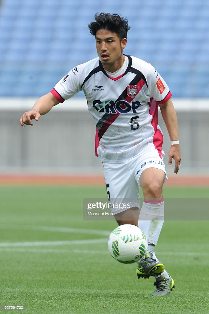 Tadashi Takeda #6 of Fagiano Okayama in action during the J.League second division match between Yokohama FC and Fagiano Okayama at the Nissan Stadium on May 3, 2016 in Yokohama, Kanagawa, Japan.