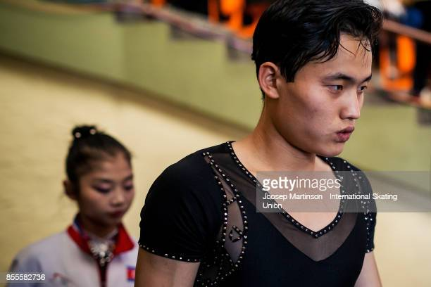 Tae Ok Ryom and Ju Sik Kim of DPR Korea prepare in the Pairs Free Skating during the Nebelhorn Trophy 2017 at Eissportzentrum on September 29 2017 in...