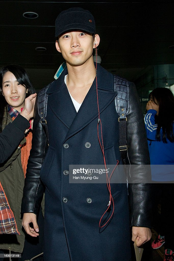 <a gi-track='captionPersonalityLinkClicked' href=/galleries/search?phrase=Taecyeon&family=editorial&specificpeople=7419778 ng-click='$event.stopPropagation()'>Taecyeon</a> of South Korean boy band 2PM is seen upon arrival from Philippines at Incheon International Airport on March 3, 2013 in Incheon, South Korea.