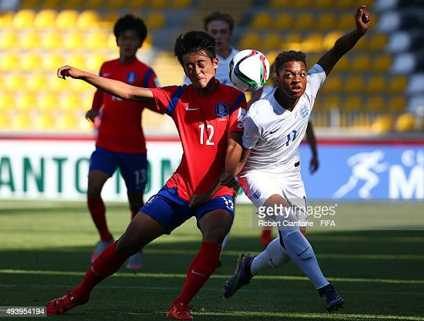 Taehyeon Hwang of Korea Republic challenges Chris Willock of England during the FIFA U17 World Cup Group B match between Korea Republic and England...