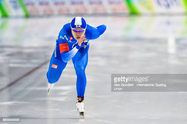 TaeYun Kim of Korea competes in the men's 1000 meter final during day 3 of the ISU World Cup Speed Skating event on December 10 2017 in Salt Lake...